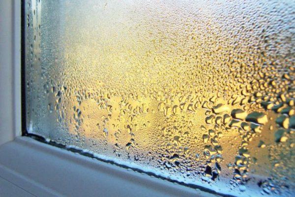 Металлопластиковые окна плохо пропускают воздух и часто вызывают появление конденсата