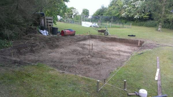 Под строительство участок необходимо подготовить и очистить от плодородного грунта