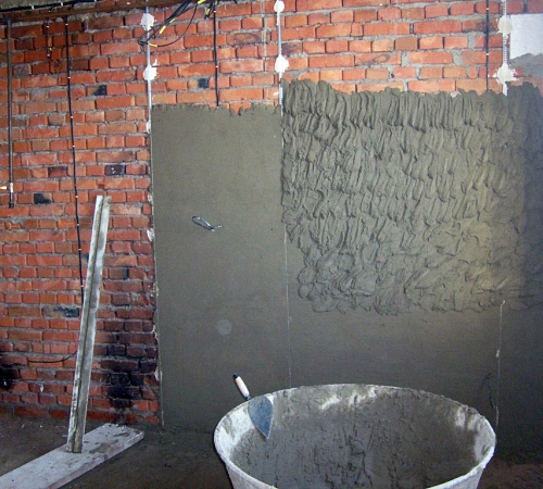 Как установить маяки на стену для штукатурки без лазерного уровня
