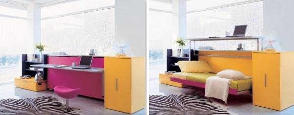 А здесь спальное место легко трансформируется в рабочий стол