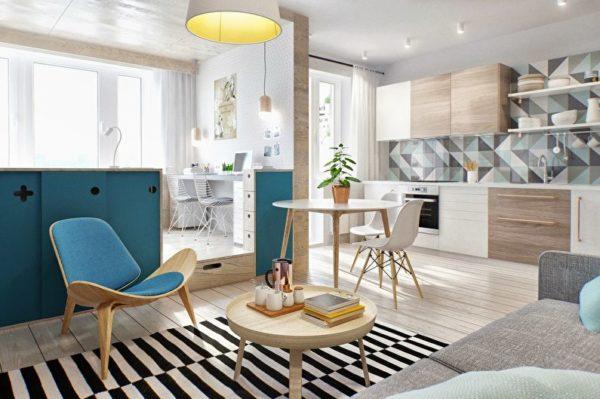 Светлые тона в отделке и простая, но удобная мебель придают помещению очень уютный вид
