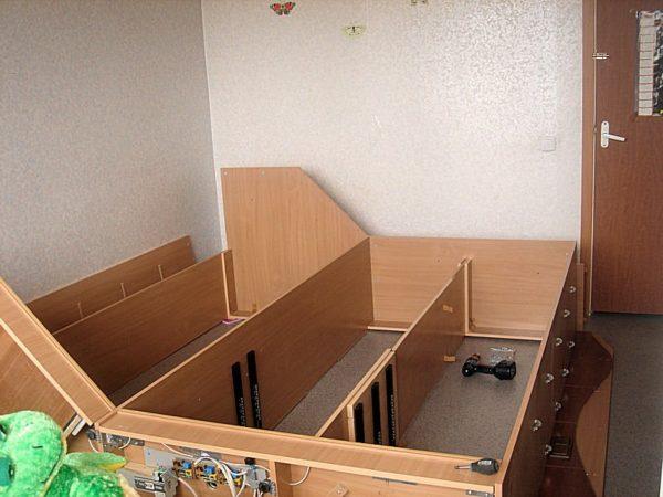 Сборка каркаса шкафа в горизонтальном положении