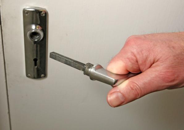 Поломка дверной ручки - распространенная проблема
