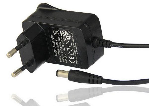 Адаптер на 5 вольт подключается непосредственно к контроллеру