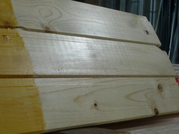 Алкидный грунт нанесен на деревянную поверхность