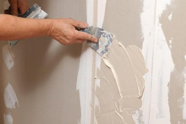 В каждом отдельном случае нужно по-разному проводить подготовку стен к покраске