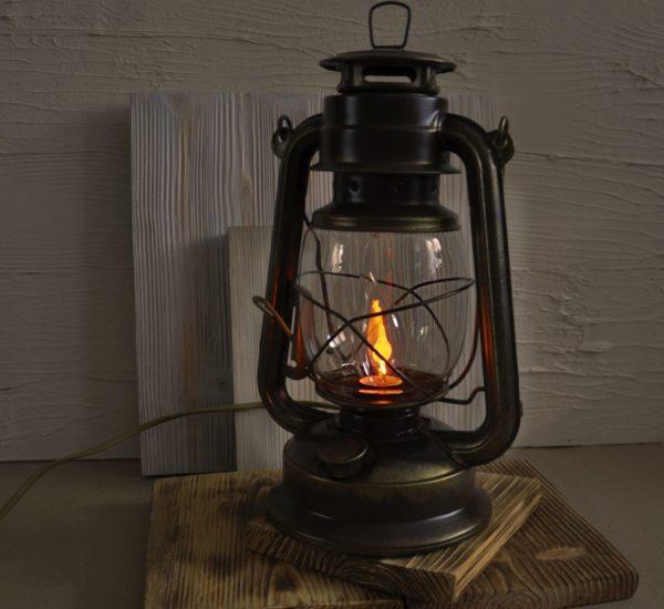 Керосиновая лампа электрическая с мерцающей лампочкой