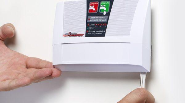 Контролер маленький по размерам и легко помещается в небольшом пространстве