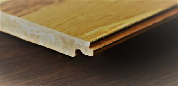 Ламинат является одним из популярнейших материалов для создания чистового напольного покрытия в квартирах, домах