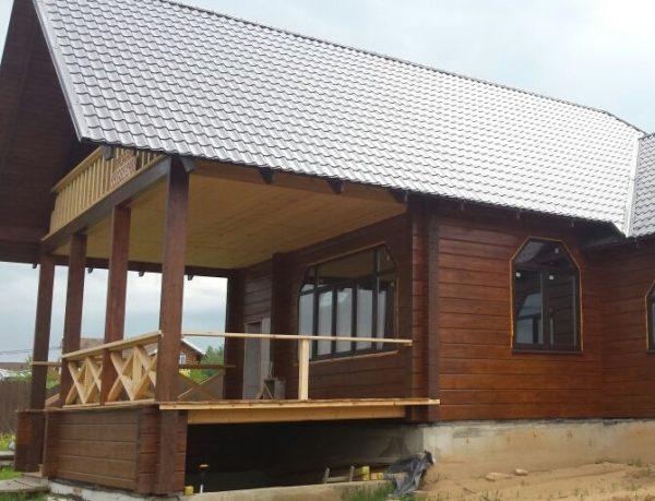 Летняя веранда к дому из бруса под общей крышей