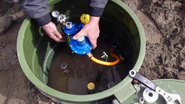 Монтируется система подачи газа