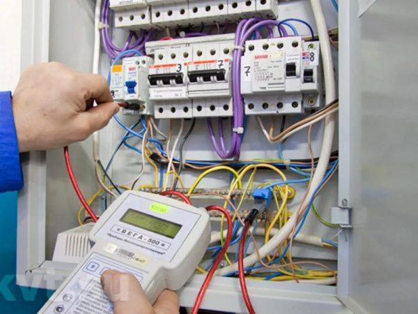 Наличие УЗО позволит обезопасить от последствий утечки тока
