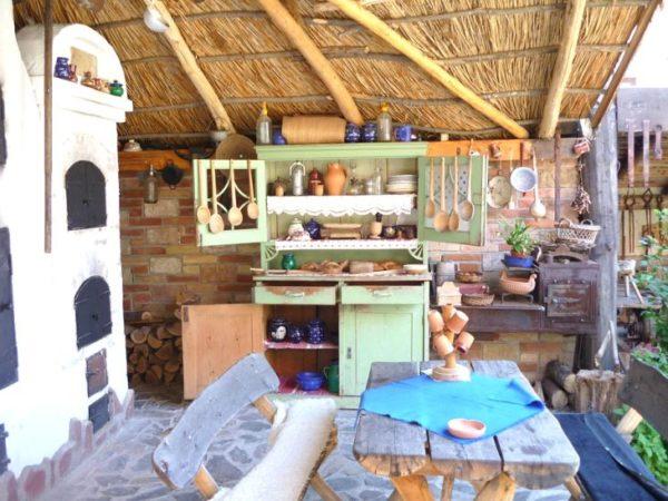 Открытая веранда в деревенском стиле