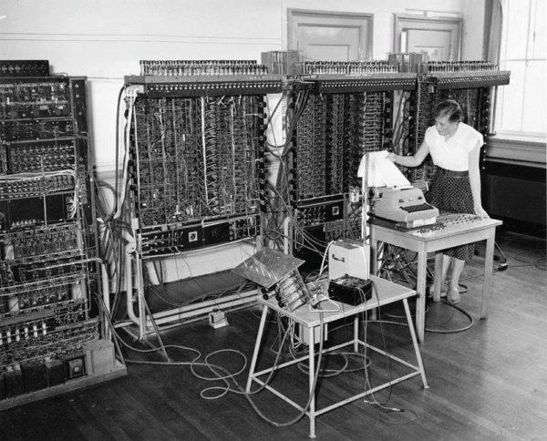 Первое вычислительное устройство с переключателем