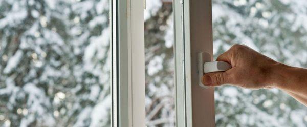 Первые года три эксплуатации окна служат без нареканий