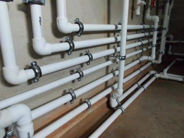 Пластиковые трубы и соединительные элементы для водопровода