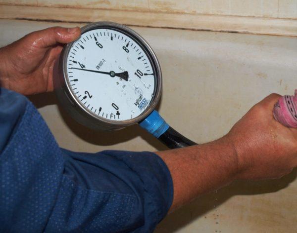 Проверка давления воды в водопроводе