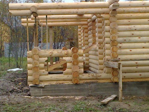Процесс строительства бани с террасой
