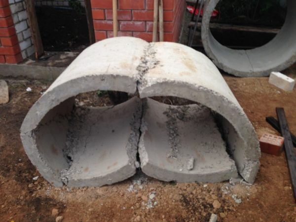 Разбитое бетонное кольцо
