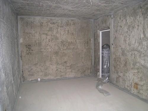Стена грунтованная под обои