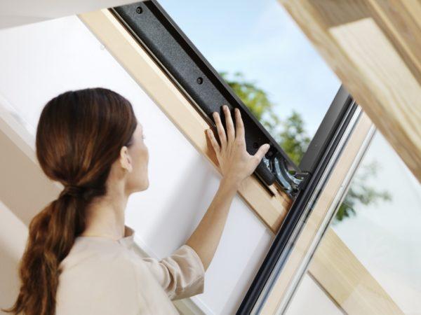 Стоит позаботиться о состоянии уплотнителей, чтобы в доме было сухо и тепло