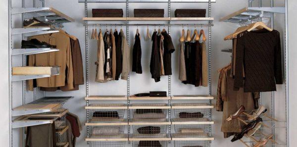 Тут важна не только грамотная организация системы для хранения вещей в гардеробной, но и эстетичность ее оформления