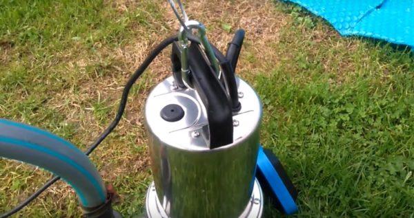 Фиксация тросов производится в верхней части агрегата