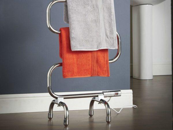 Напольный прибор мобилен, но больше подойдёт для просторных ванных