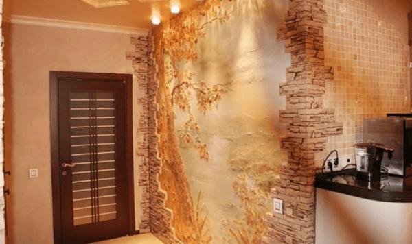 Фреска окружена гипсовой плиткой - наиболее удачное сочетание