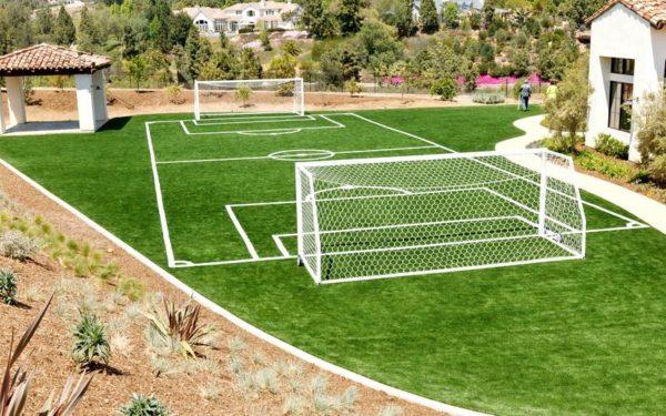 Футбольное поле на участке