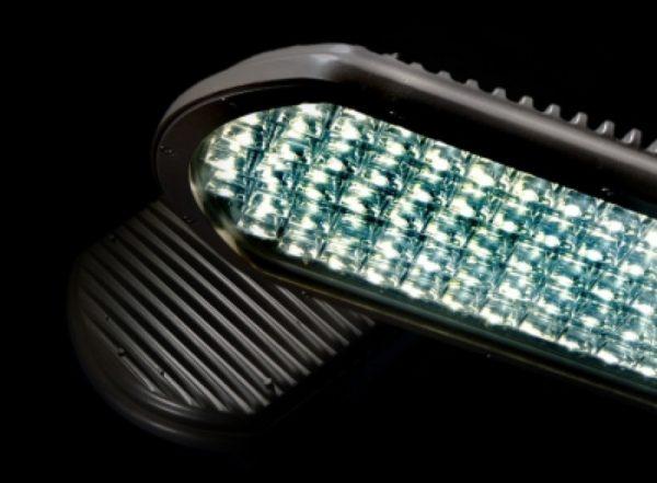 Цена светодиодных светильников уличного освещения довольно высокая в сравнении со стоимостью других типов ламп