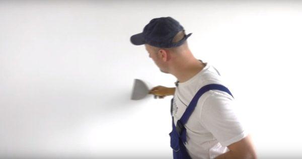 Чистым шпателем снимаются мелкие бугорки