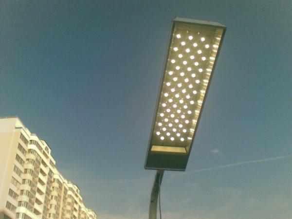 Эксплуатационный срок наружныхLED-ламп может составлять от 12 до 25 лет в зависимости нагрузки