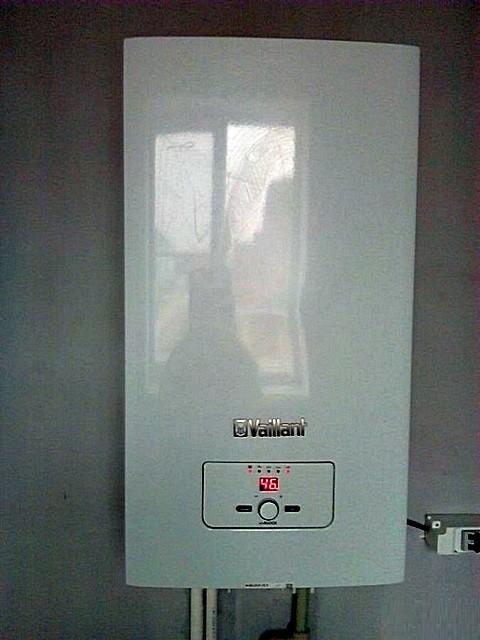 Двухконтурный электрический котел «Vaillant».
