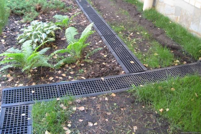 Линейный принцип сбора дождевой воды – с помощью установленных лотков (желобов) с решётками.