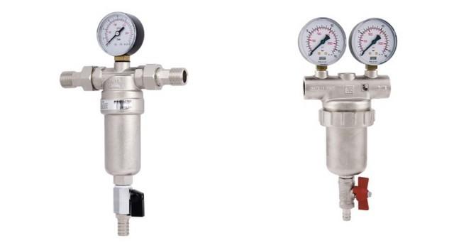 На входе водопровода в дом или квартиру рекомендуется поставить подобный фильтр со встроенным манометром. Манометров, кстати, может быть и два – до и после фильтрации.
