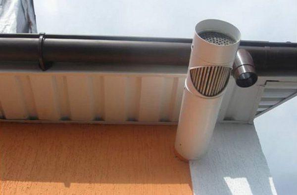 Рекуператоры с двумя вентиляторами, установленными и на вытяжку, и на приток, мощнее, и позволяют обеспечить воздухообмен с большими параметрами