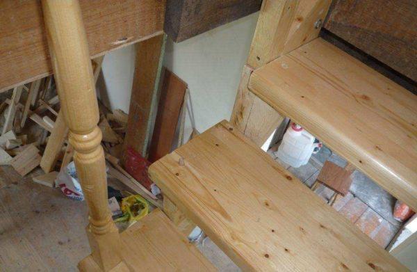 Балясины и ступени должны быть изготовлены из одной породы дерева