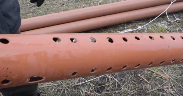 Отверстия в трубе должны располагаться на одинаковом расстоянии друг от друга