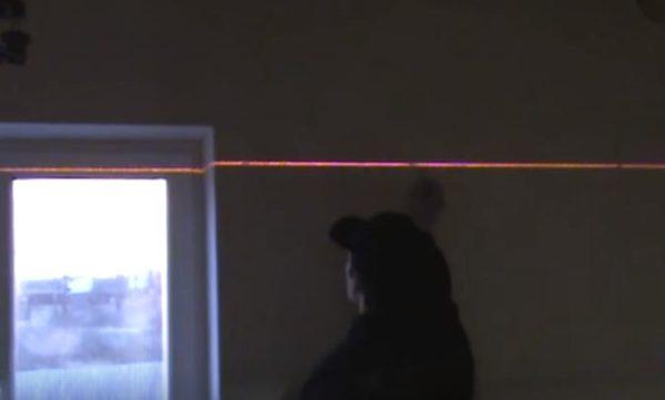 Для отбивки линий лучше всего использовать лазерный уровень