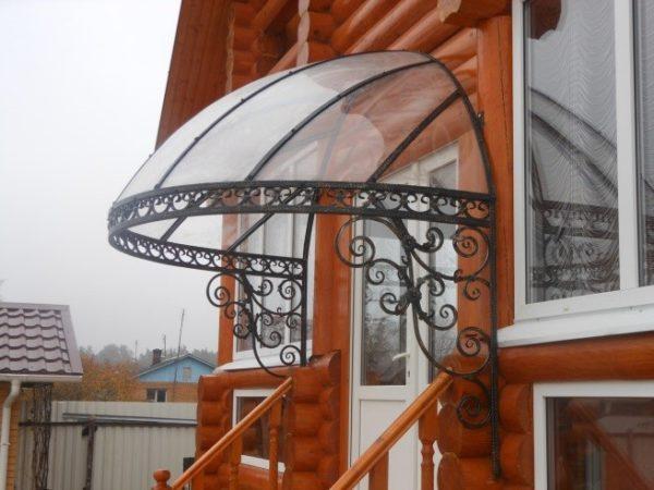 Купольный навес над входом в дом