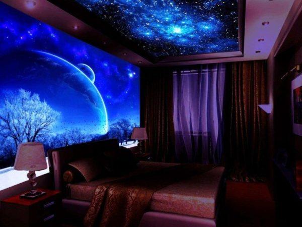 Натяжное полотно «ночное небо» и на потолке, и на стене