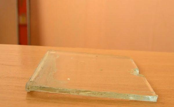 Кусочек стекла