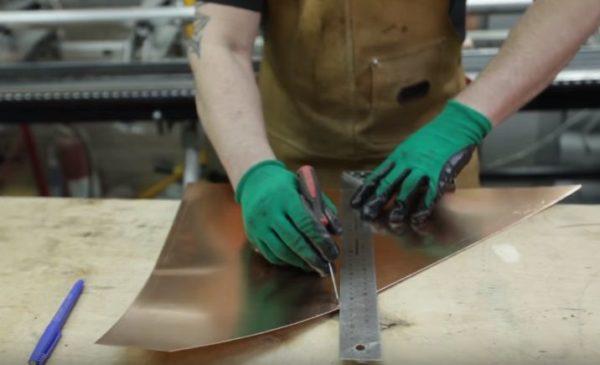 Для изготовления ножек подойдут обрезки материала