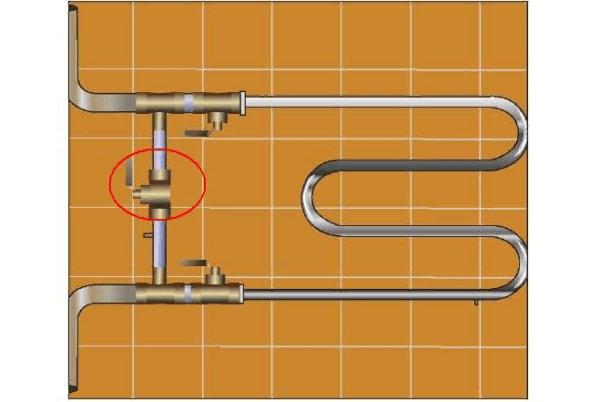 Между подводками к сушилке устанавливается сужающаяся перемычка - этот вариант подходит исключительно при движении воды сверху вниз