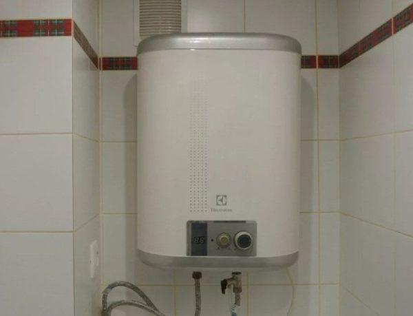 Вариант с плоским корпусом размещён в туалете