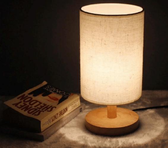 Настольный светильник с тканевым абажуром
