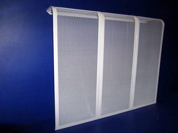 Навесной экран без боковых стенок не препятствует циркуляции воздуха