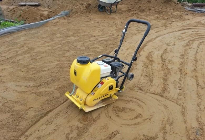 стоимость трамбовки песка виброплитой