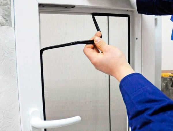 Во время ремонта окна попутно можно заменить уплотнитель